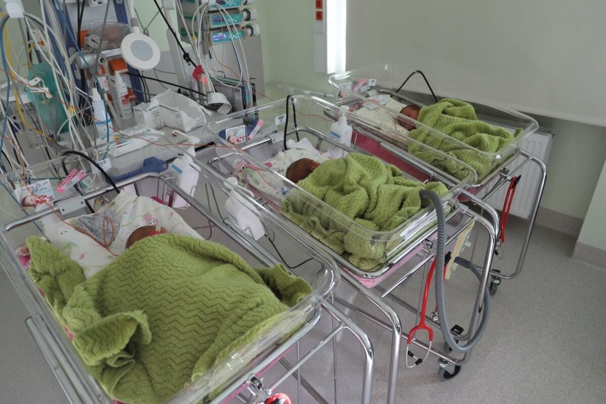 FOTO | Ida-Tallinna Keskhaiglas sündisid kolmikud: Anni, Anna ja Iti