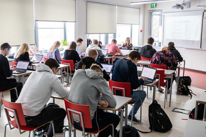 Teadusnõukoda soovitab valitsusel esmajärjekorras koolid avada