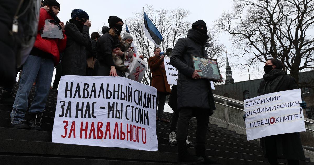 Tallinnas toimub meeleavaldus Navalnõi toetuseks: rahvas karjub «Putin on varas»