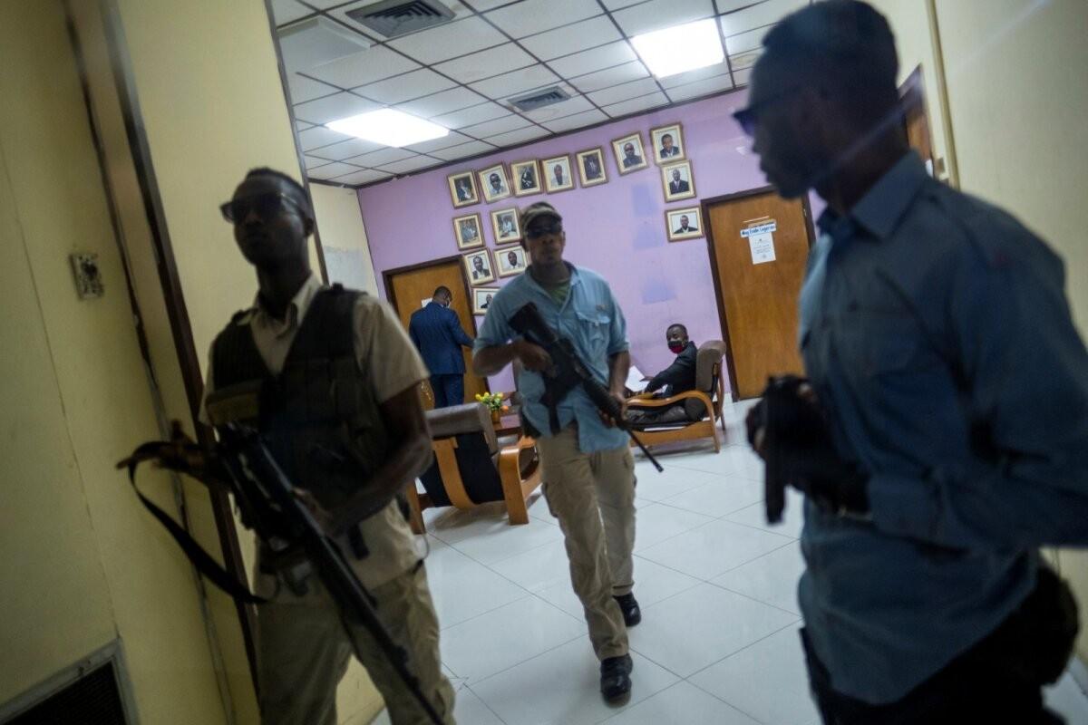 Haiti presidendi palgamõrva uurimine võtab üha uskumatumaid pöördeid