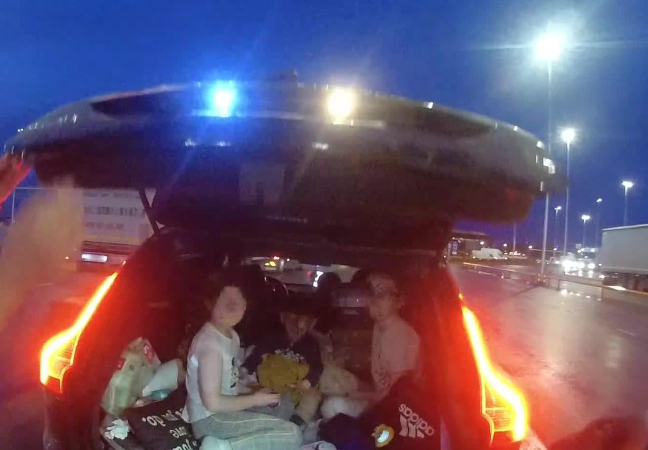 USKUMATU: Autojuht sõidutas Tallinnas kolme väikest last auto pagasiruumis.