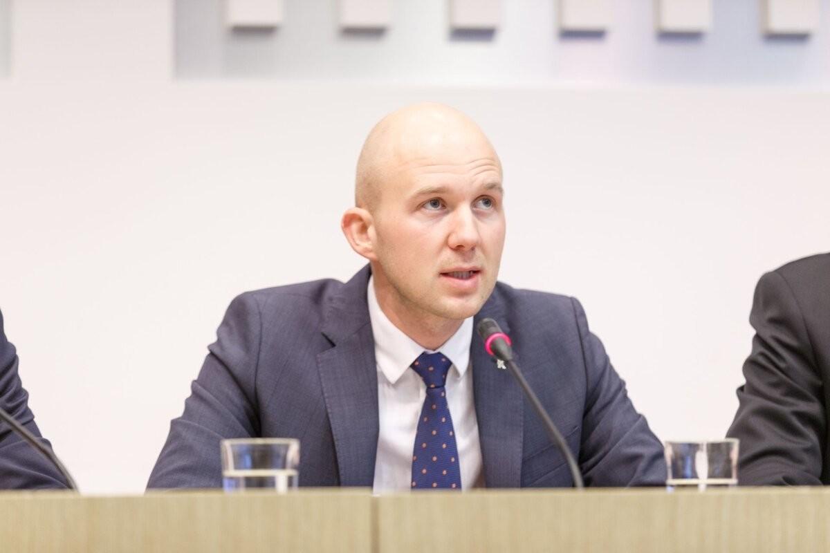 Keskkonnaminister Tõnis Mölder kinnitab tuumaenergia töörühma koosseisu
