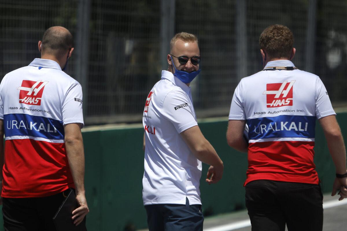 Nikita Mazepin vastas Lewis Hamiltoni torkele