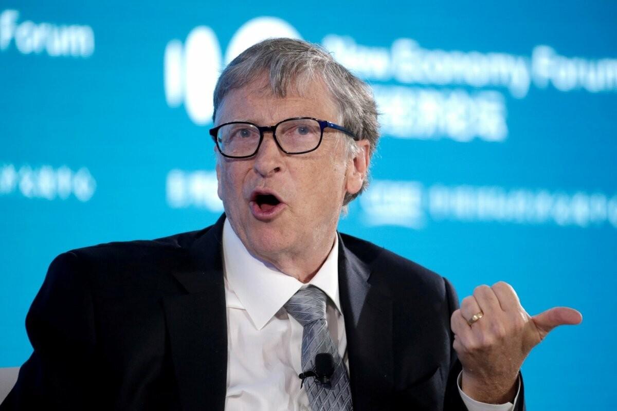 Bill Gates ennustab, millal võib maailm hakata maski kandmisest loobuma