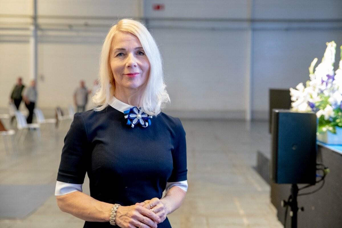 POLIITKOLUMNIST   Moonika Helme: Eesti on tagasi. Banaanivabariigina