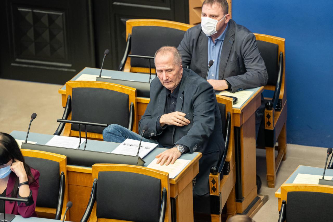 Valdo Randpere aitab alatasa oma intriigitsemistega Kaja Kallast hädast välja
