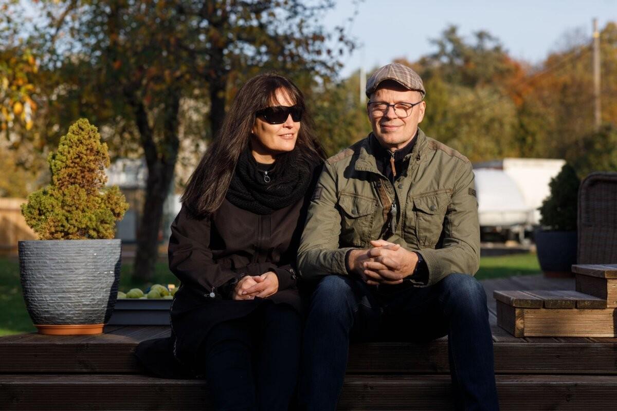 Abielupaar paneb ajakirjandusliku eksperimendina oma isikliku raha börsile