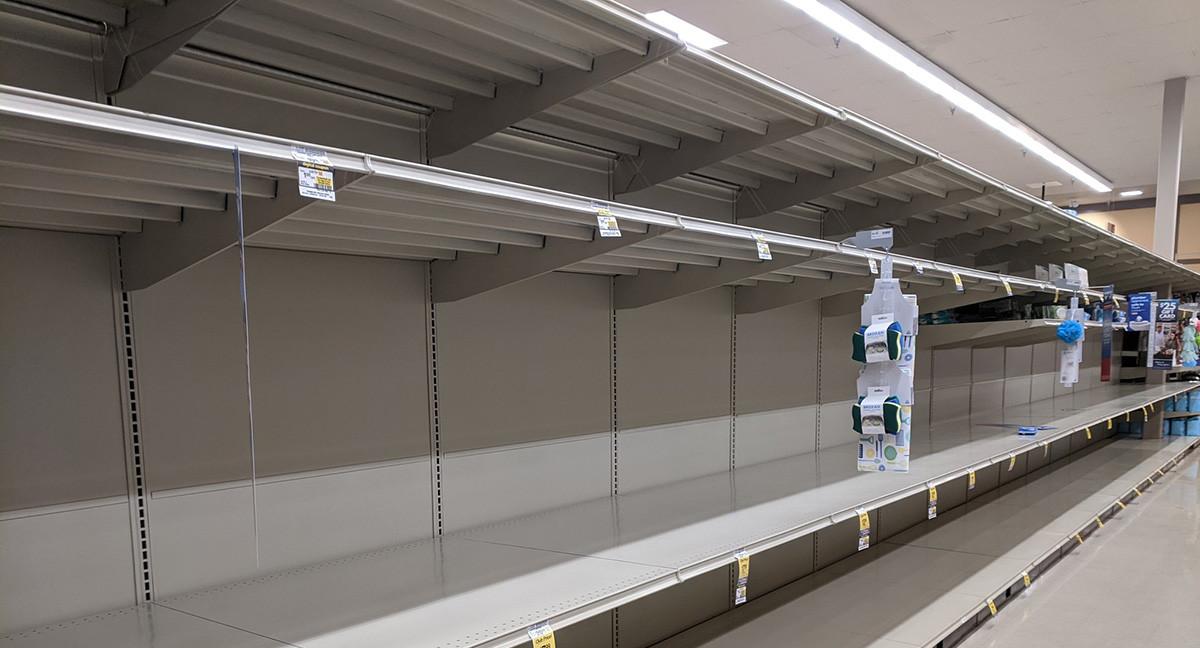 KUUM: Inglismaal on taas puhkenud ostupaanika, poeletid on tühjaks ostetud