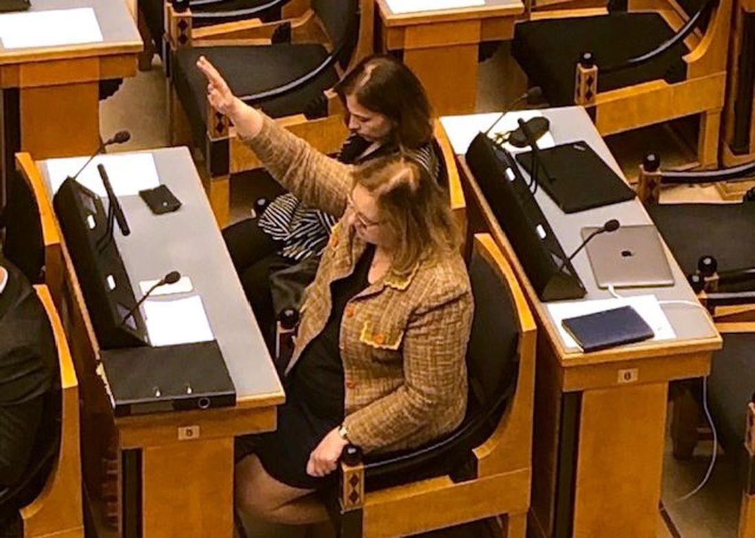 VIDEO Justiitsminister Maris Lauri demonsteeris Riigikogu ees oma ebakompetentsust