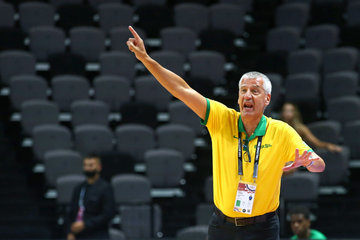 Brasiilia peatreener pani ameti maha