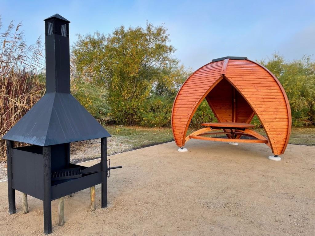 FOTOD I Harku järve ääres valmisid Haabersti esimesed avalikud grillimiskohad