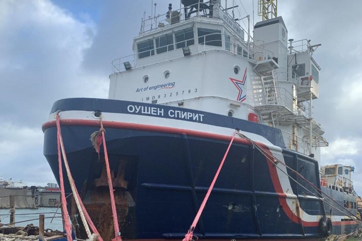 FOTOD JA VIDEO | Tallinnas seisab kai ääres müstilisel kombel hüljatud laev. Meeskond oleks justkui ummisjalu põgenenud