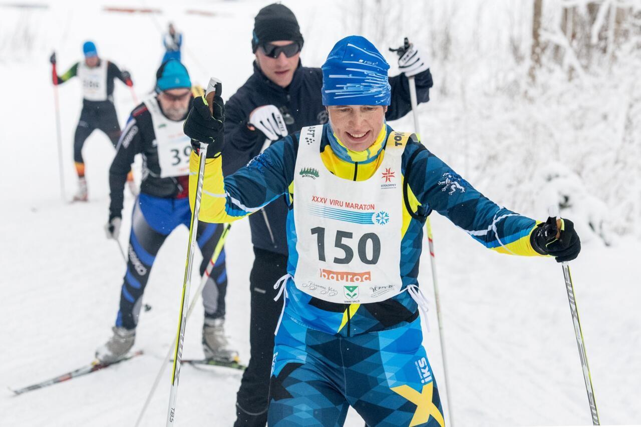 Eeskuju missugune: president Kaljulaid järjekordsel massimaratonil. Ikka maskita
