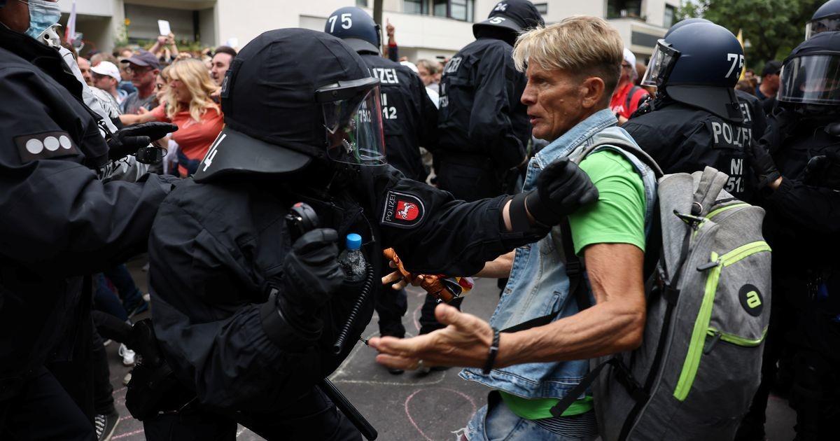 Berliinis kogunesid piiranguvastased keelust hoolimata protestima