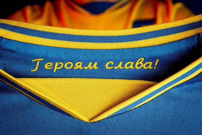 Ukraina jalgpalliliit võttis vastuolulise loosungi ametlikult kasutusele
