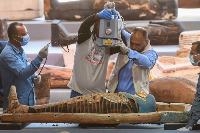 Egiptus teatas suurtest avastustest Saqqara surnute linnas