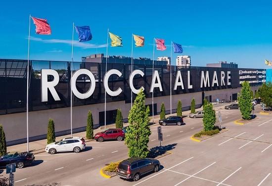 Turvatöötaja lasi Rocca al Mare keskuses maskivastasele gaasi näkku.