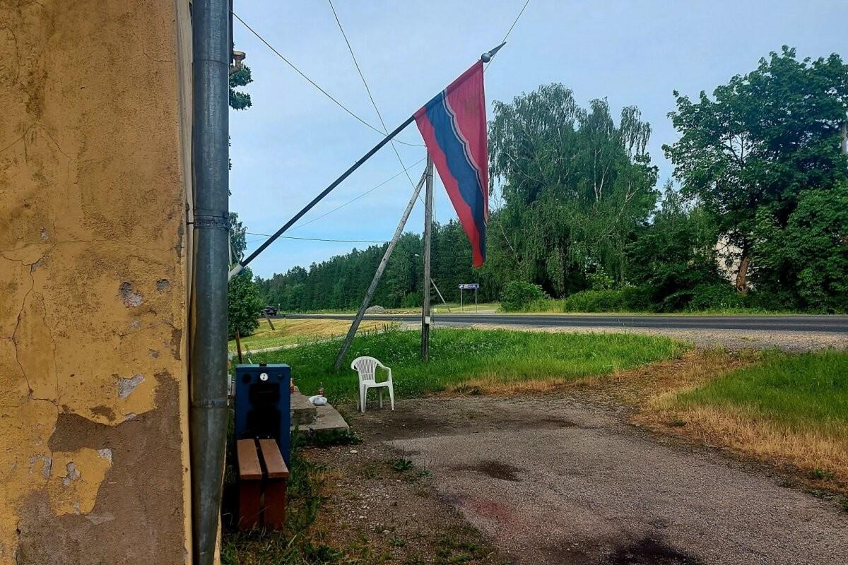 LUGEJA FOTO   Tapa vallas ripub võidupüha puhul Eesti NSV lipp
