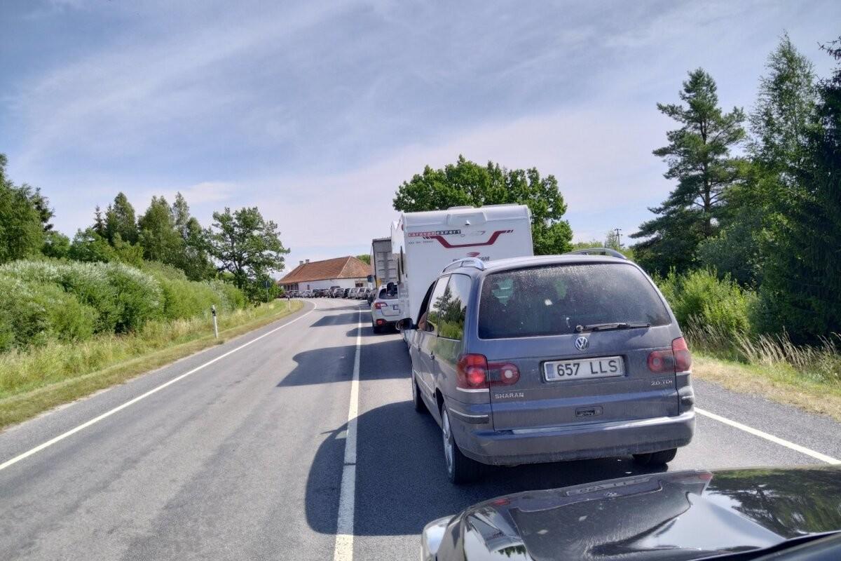PILTUUDIS | Järjekord Kuivastu sadamas sunnib mitu tundi ootama! Millega peavad arvestama Saaremaale reisijad?
