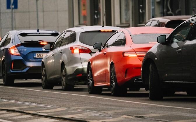 Uute autode tarneraskused panevad proovile automüüjad ja liisingufirmad