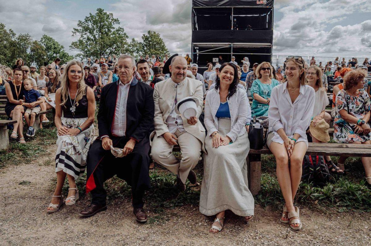 Viljandi folk algas Toomas Hendrik Ilvesega ja kultuuriministriga