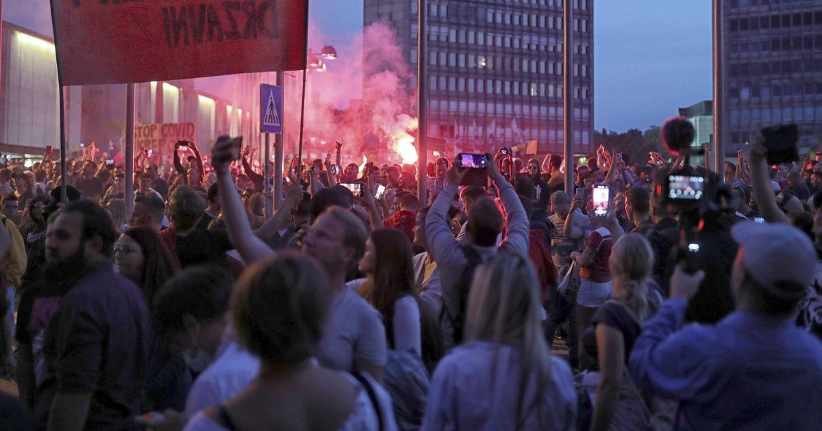 Sloveenia politsei ajas laiali koroonapiirangute vastase meeleavalduse