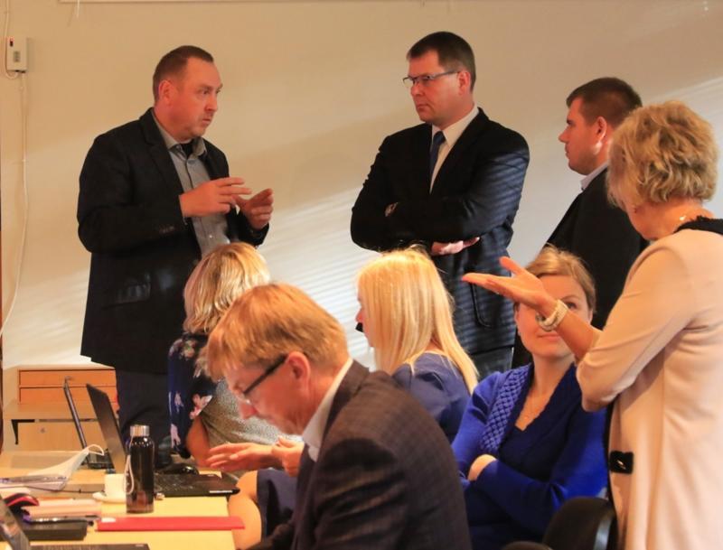Galerii: Lääne-Nigula volikogu pidas oma viimase istungi