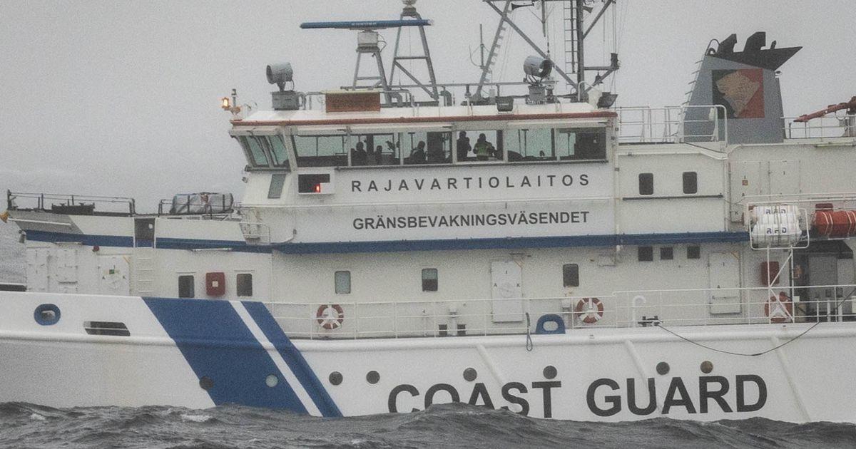 Soome päästelaev tegi tiiru ümber Estonia uurimistiimi laeva