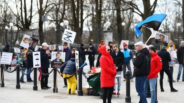 GALERII |  Maskivastased ei väsi ja seisavad viiendat päeva järjest Toompeal
