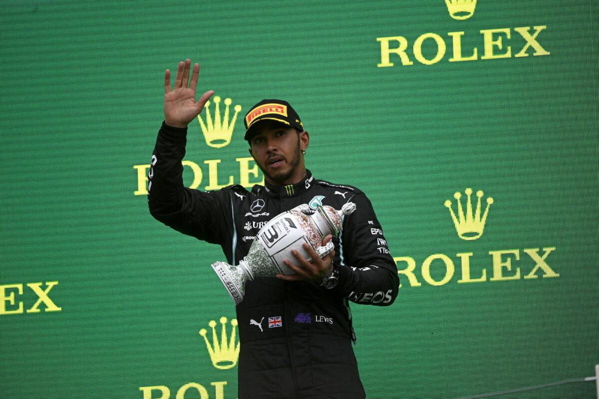 MM-sarja üldliidriks tõusnud Hamilton vajas võistluse lõppedes arstiabi