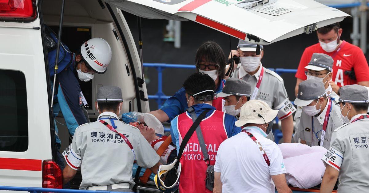 Karmi kukkumise üle elanud Rio olümpiavõitja lõpetas poodiumi asemel haiglas