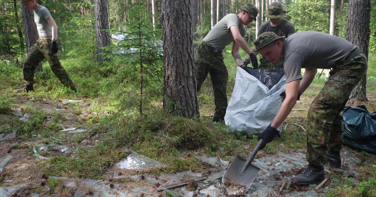 Ajateenijad tõid Võrumaa metsadest välja tonne prügi