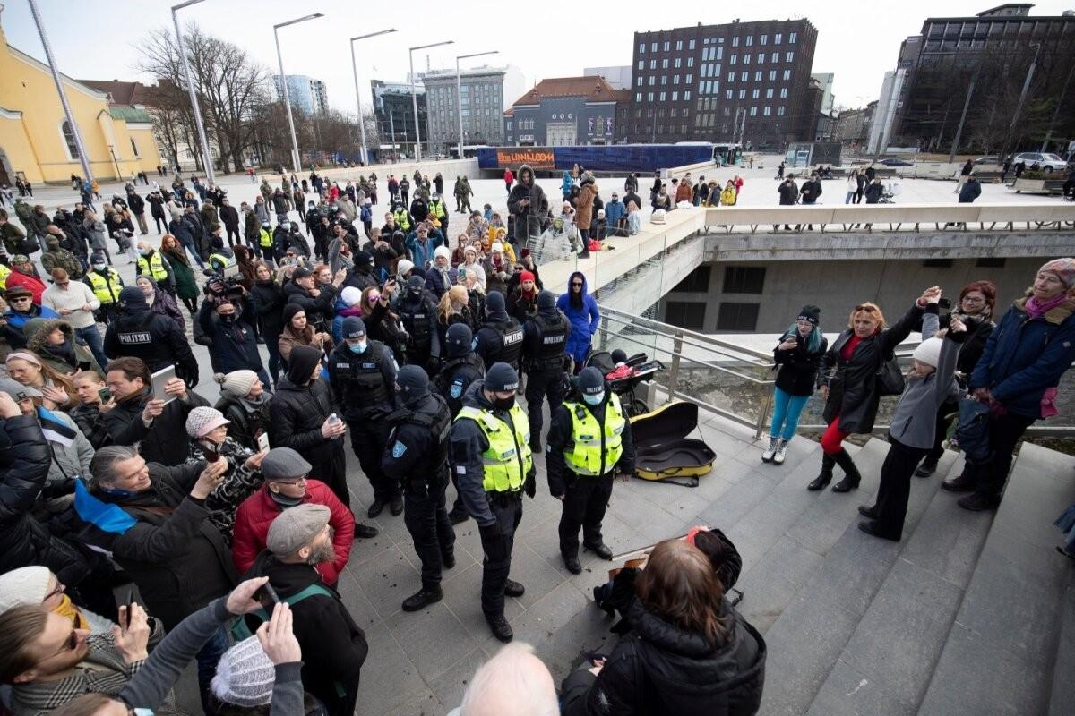 Endine politseijuht Kalle Klandorf: pean mõistusevastaseks väikelaste toomist kahtlase väärtusega massiüritustele, neid kasutati ju elava kilbina