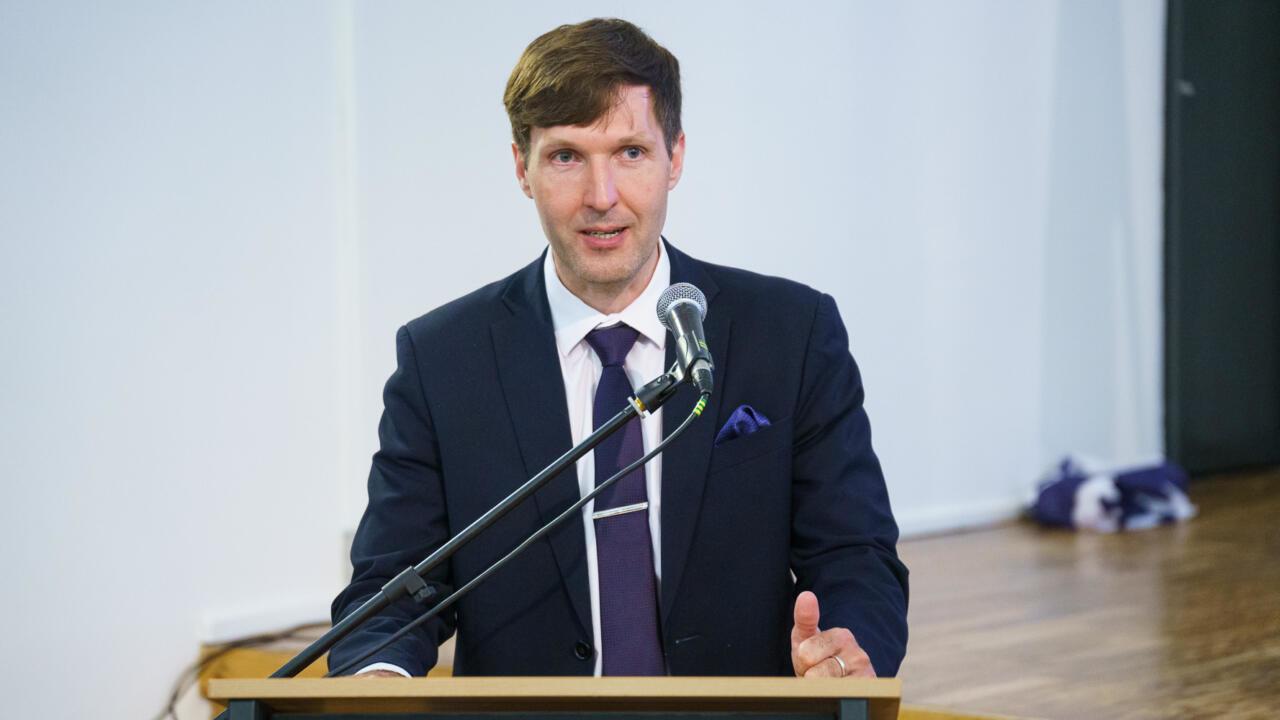 Martin Helme peaministrile: see on sotsialism, kui te ajate kõigepealt inimesed vaeseks ja pudistate siis neile näpu vahelt toetusi