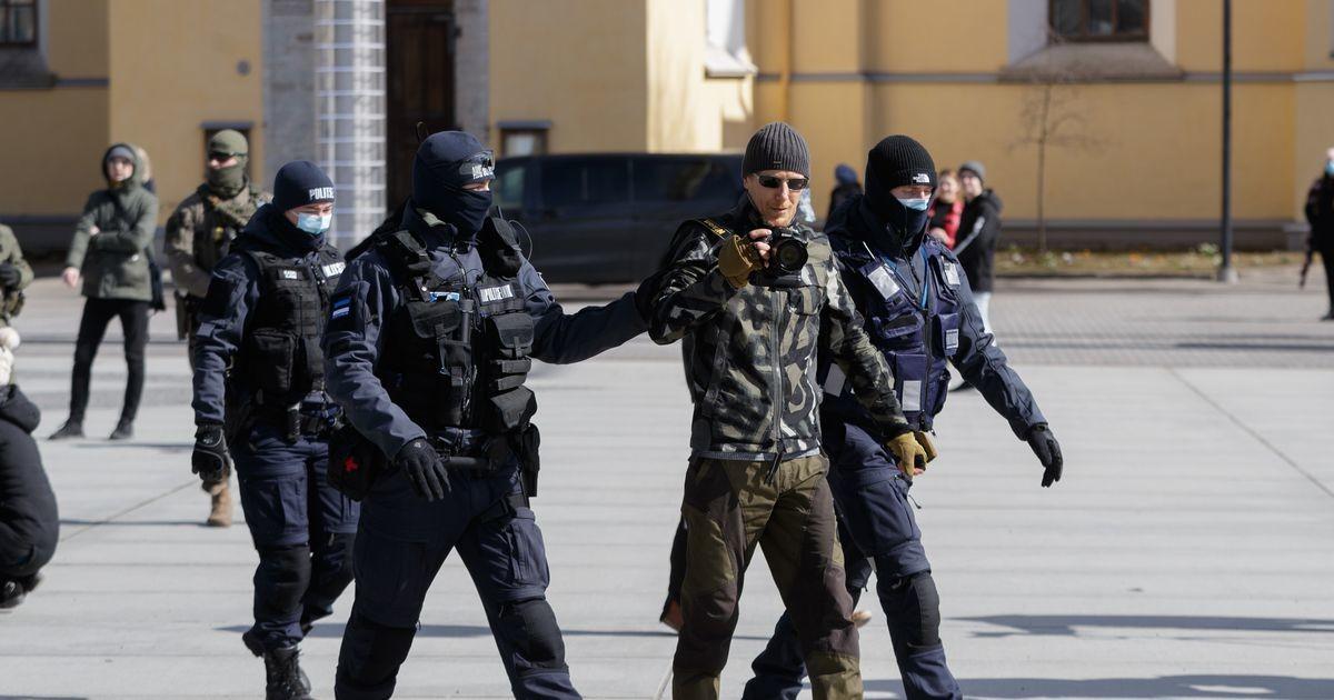 Vabaduse väljakult viidi politseijaoskonda täna viis inimest