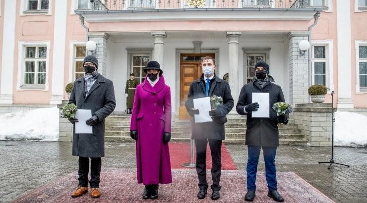 FOTOD   President andis jäävihma sajus üle noore teadlase preemia auhinnad