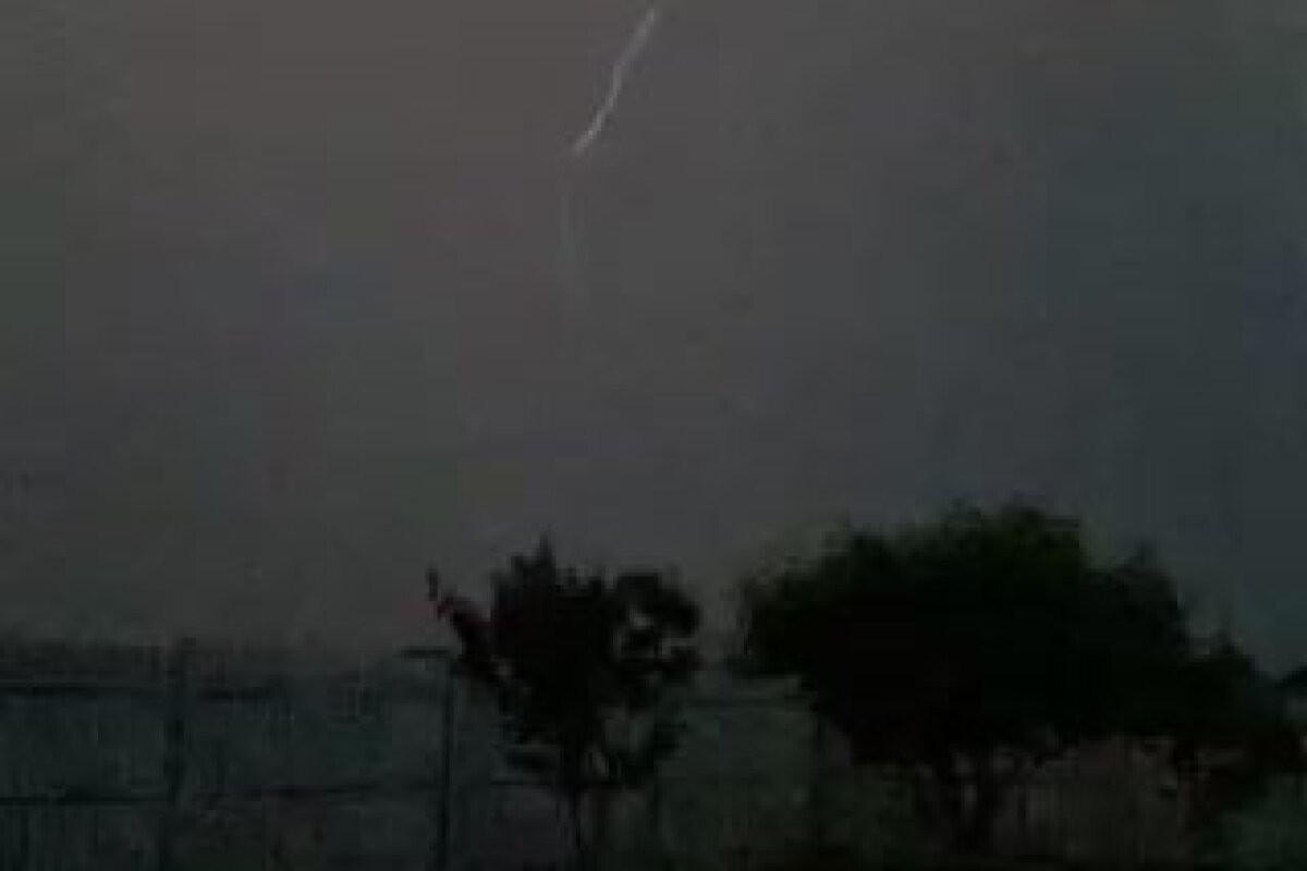 FOTOD ja LUGEJA VIDEO | Maru on kohal: Kuressaare paraadi tabas paduvihm, Jõgevamaal välgub äike