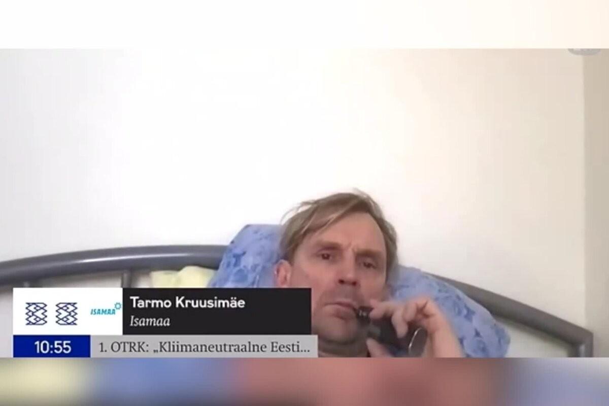 VIDEO   Elu nagu kuninga kassil: riigikogulane Tarmo Kruusimäe lebas tööülesannete täitmise ajal voodis ja suitsetas