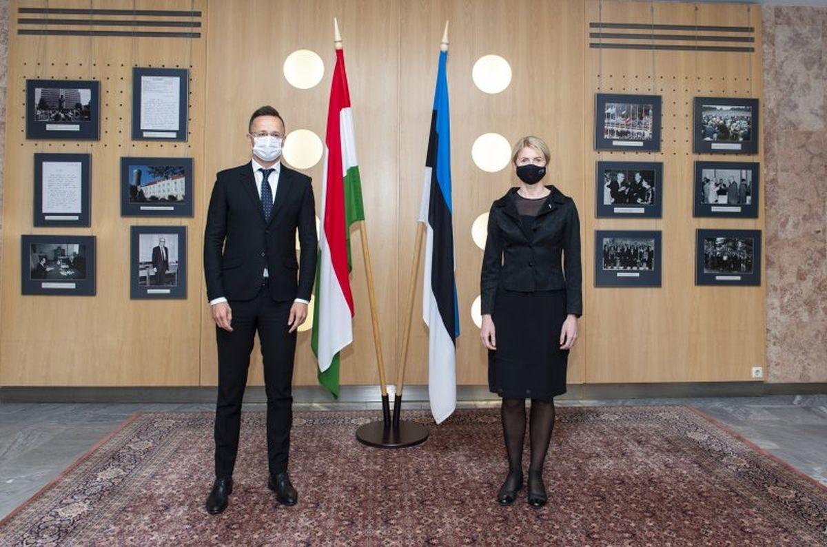 Ungari välisminister andis autasud kahele Eesti ungarlasele