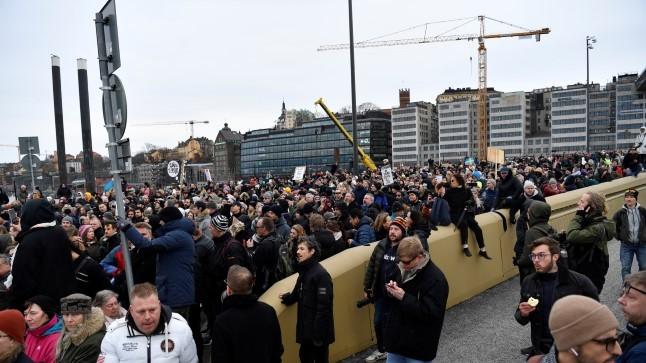 Viini ja Stockholmi tänavatel protestiti koroonaviiruse leviku takistamiseks mõeldud meetmete vastu