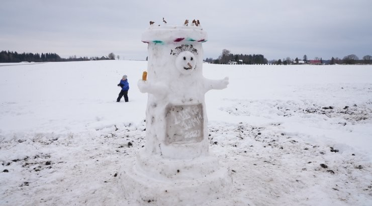 FOTOD | Väätsal toimus omanäoliste lumememmede paraad