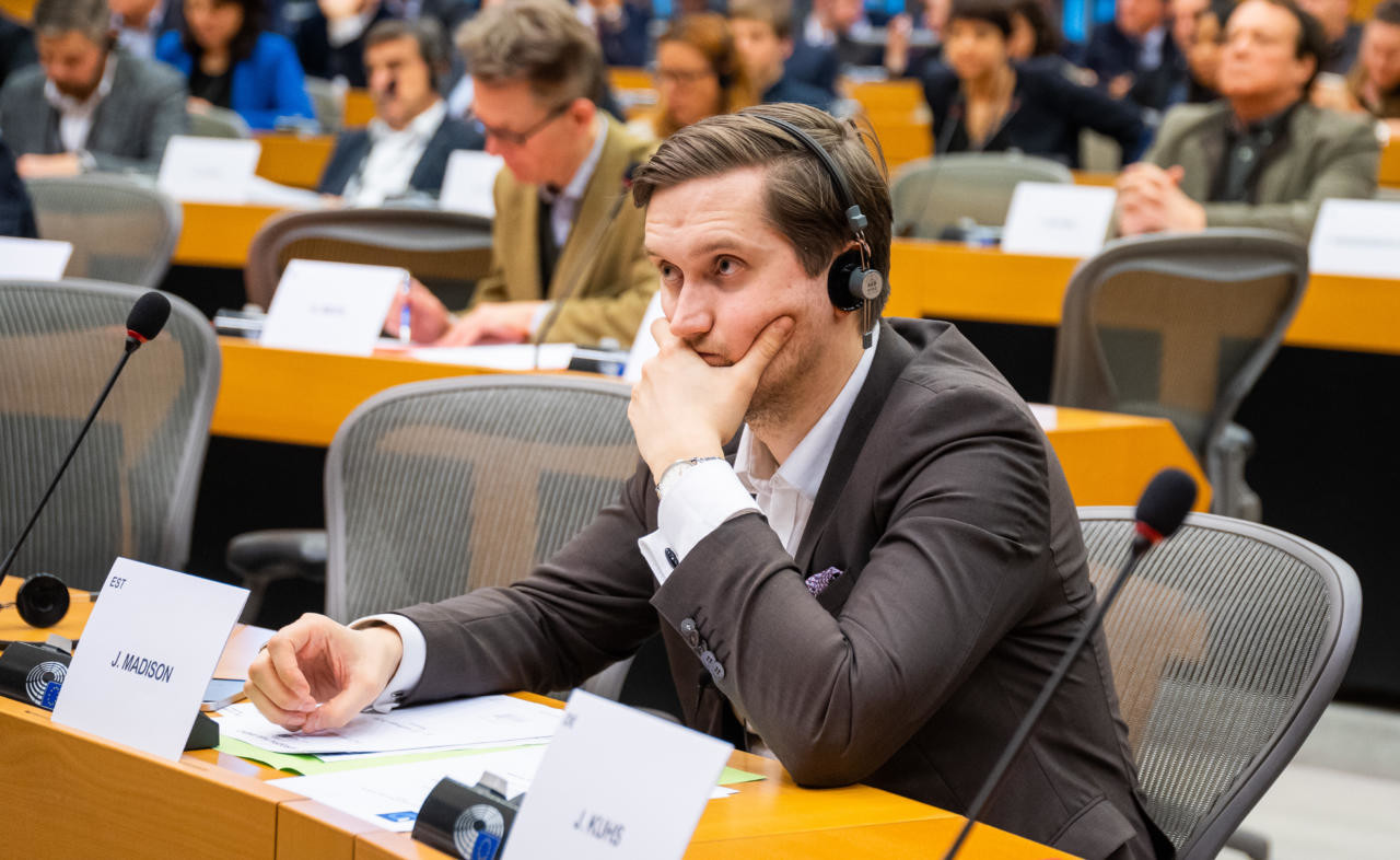 """VIDEO Jaak Madison: europarlamendi """"seltsimehed"""" ülistavad Bidenit, kes tegi Venemaale kingituse"""