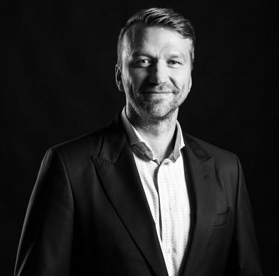 Facebookis tegutsev kelm ajab äri Hannes Hermaküla nime alt
