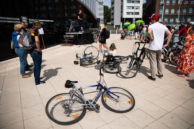 Jalgratturid avaldasid Elroni uue hinnapoliitika vastu meelt