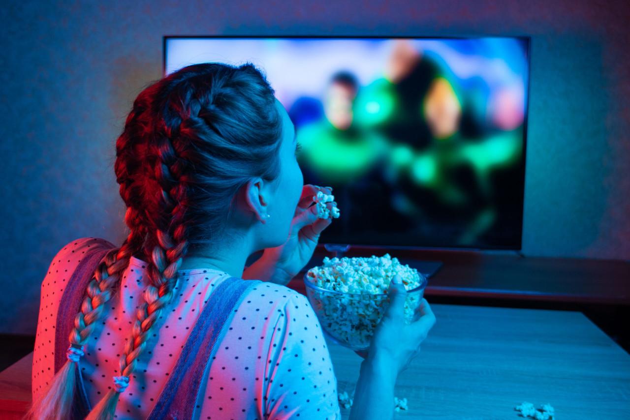 Oscarivõitjatest kodumaise komöödiasarjani: filmi- ja sarjasoovitused kodus vaatamiseks