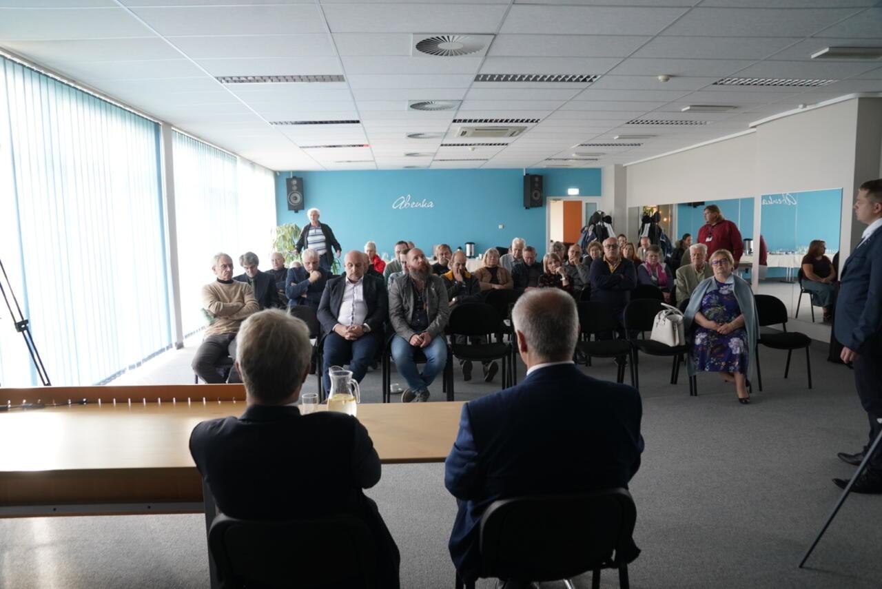 VIDEO Saarlased ilmutasid suurt huvi EKRE tegemiste vastu